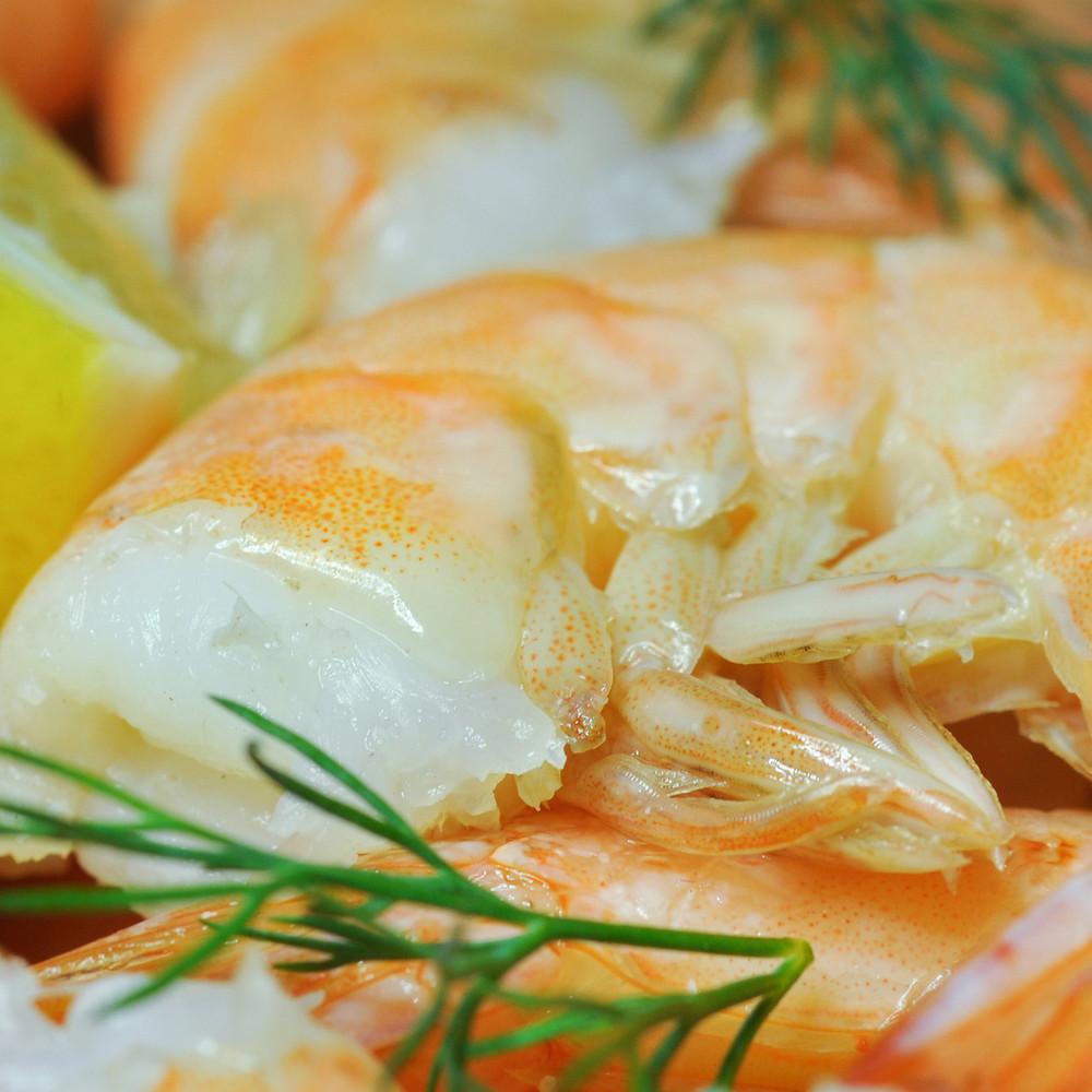 Extra jumbo white headless shrimp with lemon.