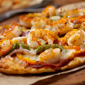 Pizza with shrimp topping .