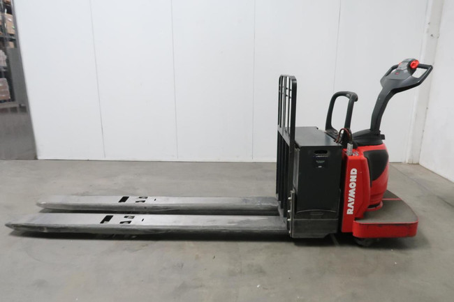 Raymond 8410    End Rider Pallet Truck For Sale