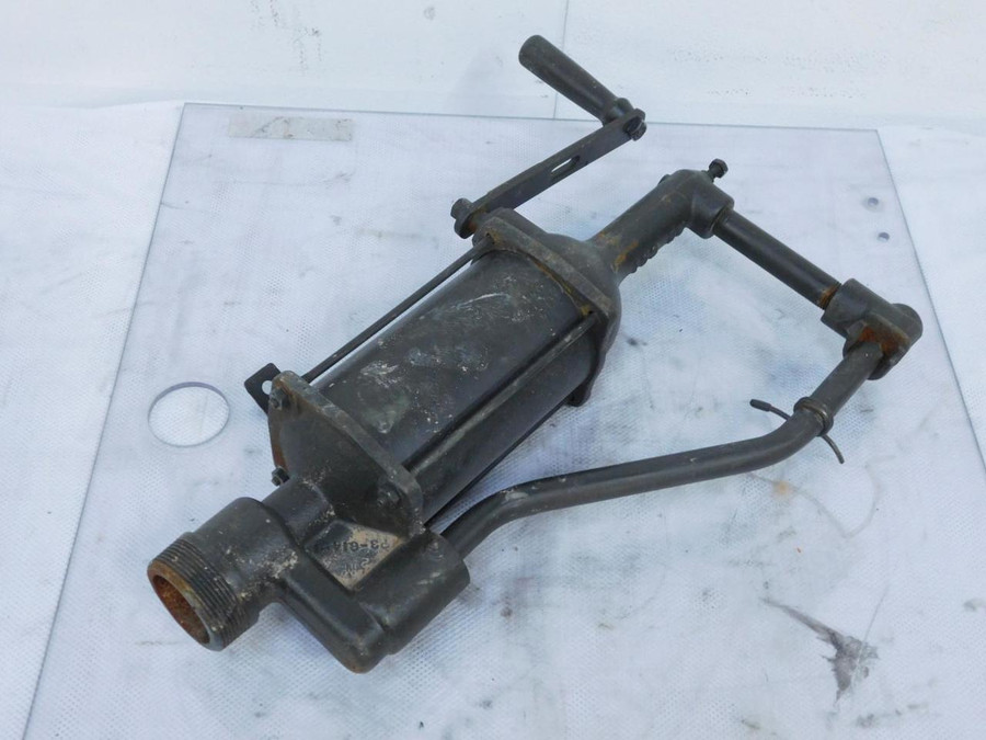 4930-00-294-6897 Hand Driven Dispensing Pump T127886 For Sale