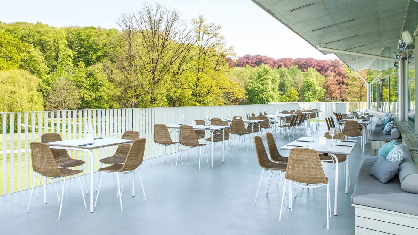 basket-chair-outdoor-golf-club-tielt-winge-belgium-copyright-psgstudio.be-rev.jpg