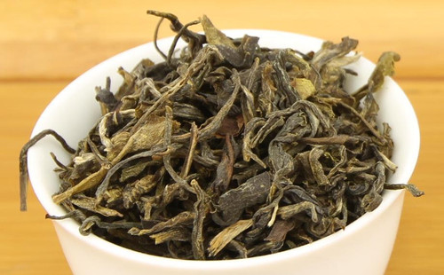 Yanki Moktu Chiya is a green tea from Darjeeling, harvested and crafted in small batches from small farms. It is one of the first Darjeeling teas of its kind in the market, as most Darjeelings are from large estates. Also unique to this tea is it's kill green step which involves use of the Moktu which is a the metal steamer used to make beloved momo of the Nepalese people. This tea is true to its terroir which is all grown and processed by the indigenous Gorkha people of Darjeeling. This tea is processed with great care in small batches focusing on a high quality plucking standard and gentle processing. It has a cooked sugary sweetness, light astringency and beautiful leaf shape.