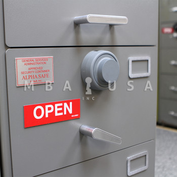 OPEN/CLOSED MAGNET
