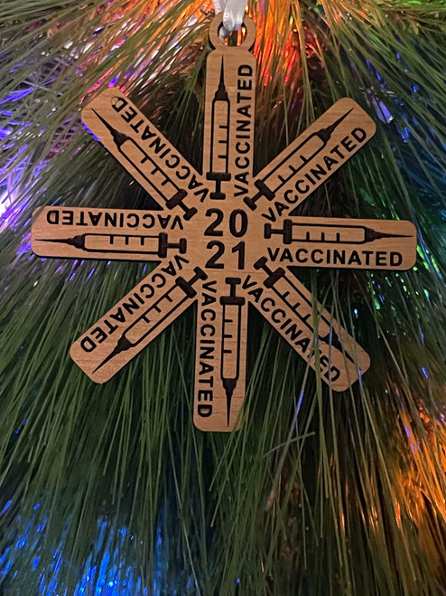 Funny 2021 Laser Engraved Vaccinated Syringe Snowflake Christmas Tree Ornament