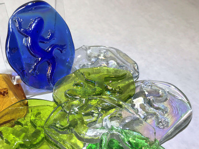 Lizard Art Glass Pressed Jewel Shown in Assorted Colors