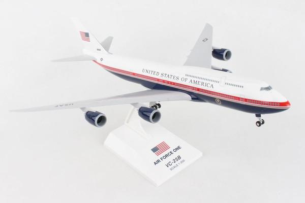 SKYMARKS Air Force One 747-8I 1/200 W/Gear (VC-25B) #30000
