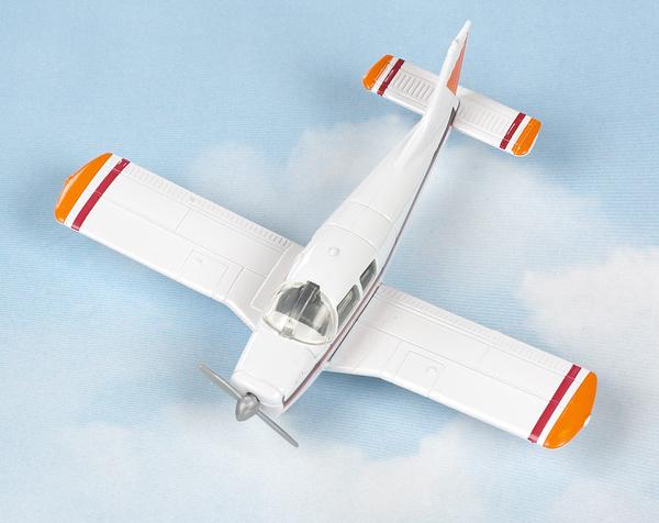 Hot Wings Piper Cherokee