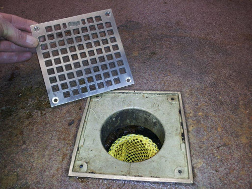Prevent flooded floors in restaurants with a drain sock