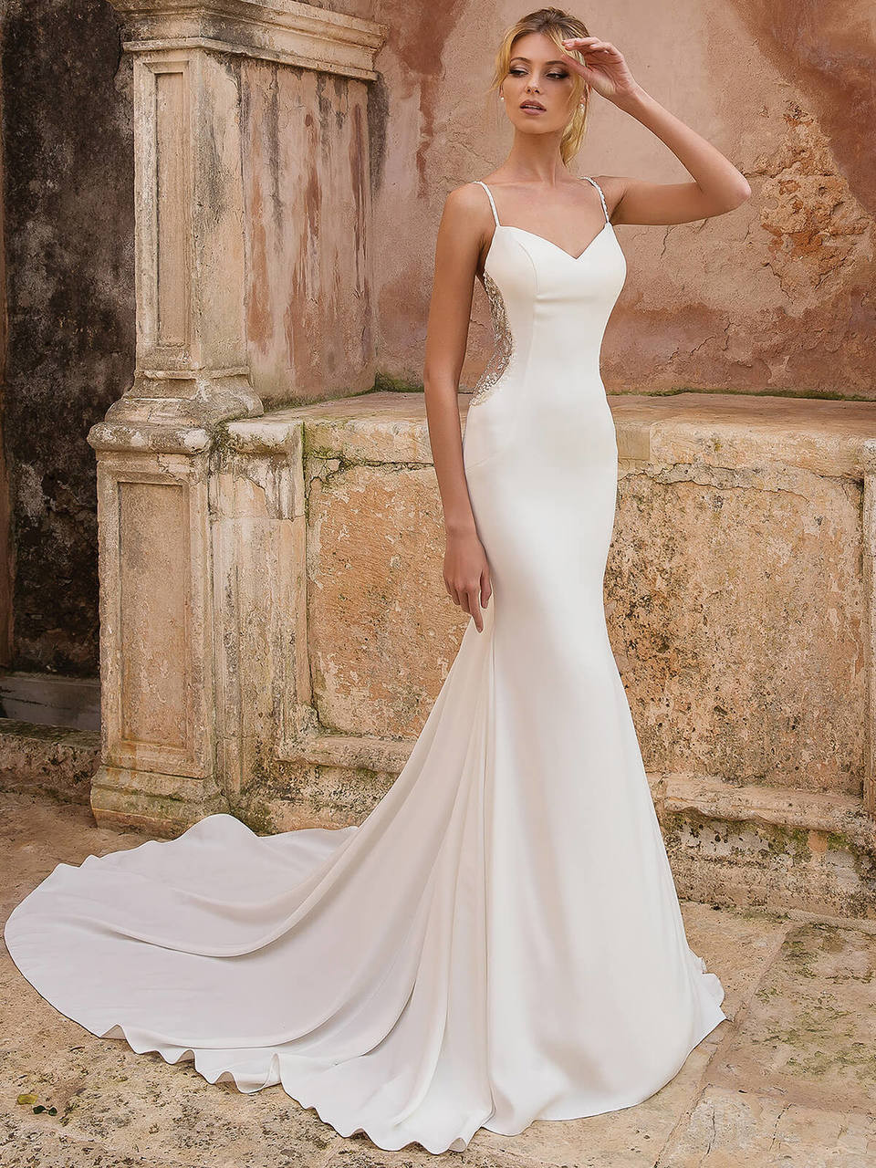 f76d877f815 Fit And Flare wedding gown Justin Alexander 88036