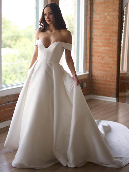 Ball Gown Wedding Gown Wtoo Boady 15213