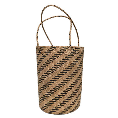 Round straw summer bucket tote