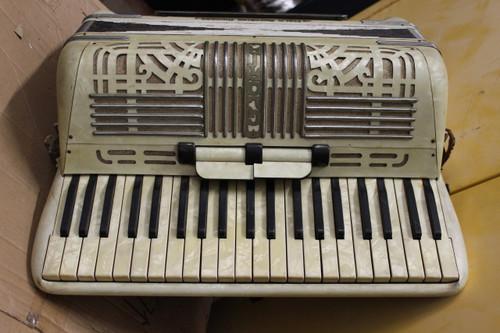 Italo Chicago American Gloria Pearloid Accordion - Vintage - 1950's.