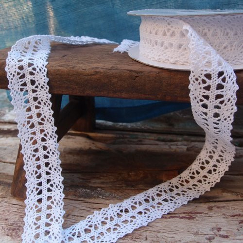 "1"" wide x 10 yards White Floral Pattern Cotton Crochet Lace Ribbon for Decorating, Floral Designing and Crafts"