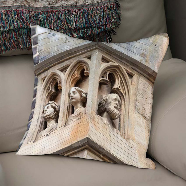 14Th Century Gothic St Elisabeth Church - Landmarks and Monuments Linen Throw Pillow