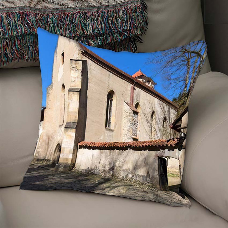 14Th Century Red Monastery Next Dunajec - Landmarks and Monuments Linen Throw Pillow