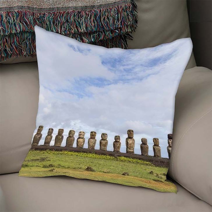 15 Moais Ahu Tongariki On Easter - Landmarks and Monuments Linen Throw Pillow
