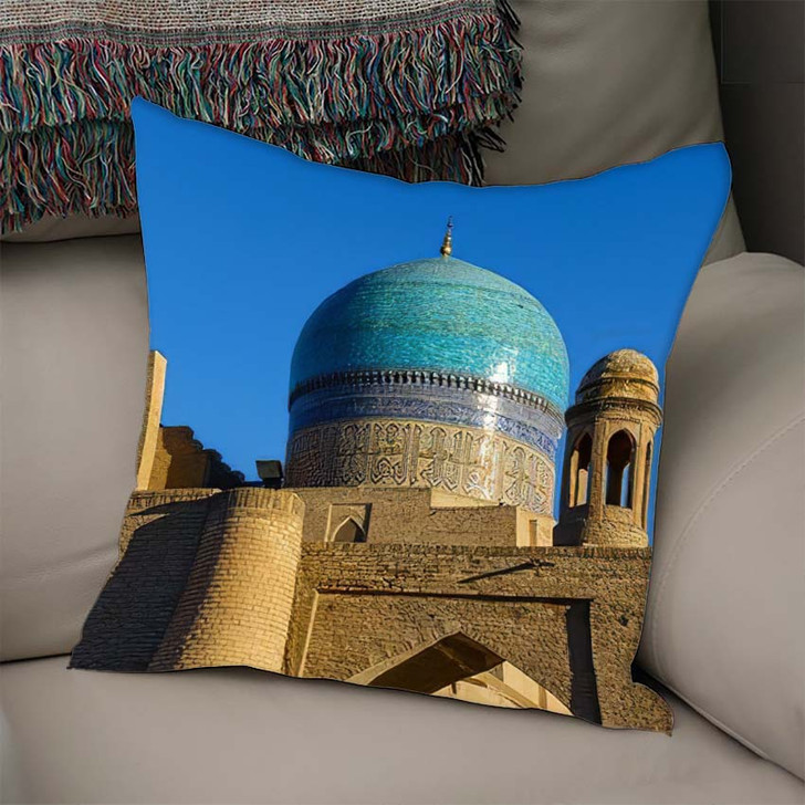 16Th Century Majolica Dome Mir Arab - Landmarks and Monuments Linen Throw Pillow