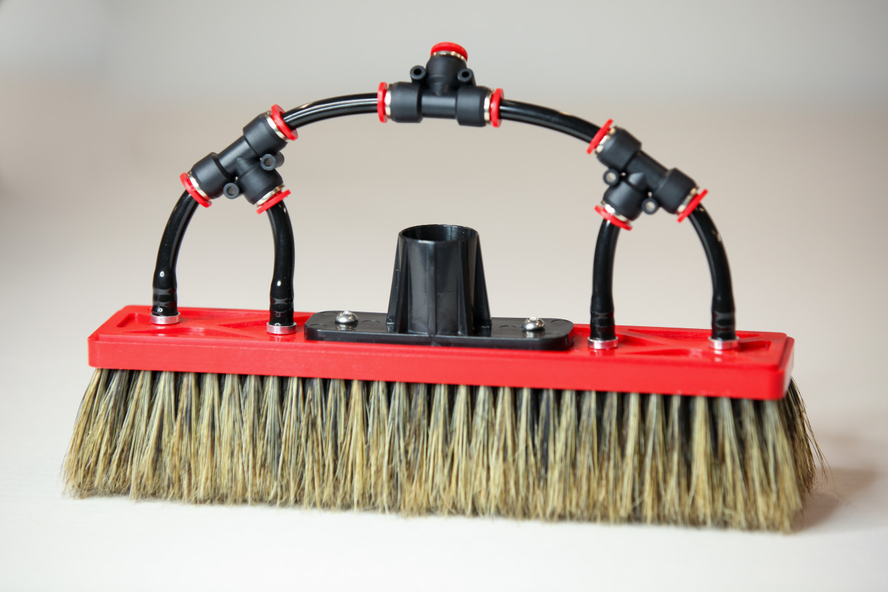 Tucker boar bristle brushes with 4 pencil jets for maximum flow.  Longest selling window cleaning brush.