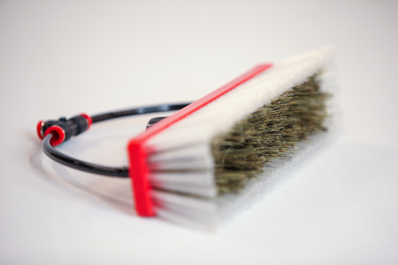 tucker dual trim water fed brush with hybrid dual trim bristles and two pencil jets