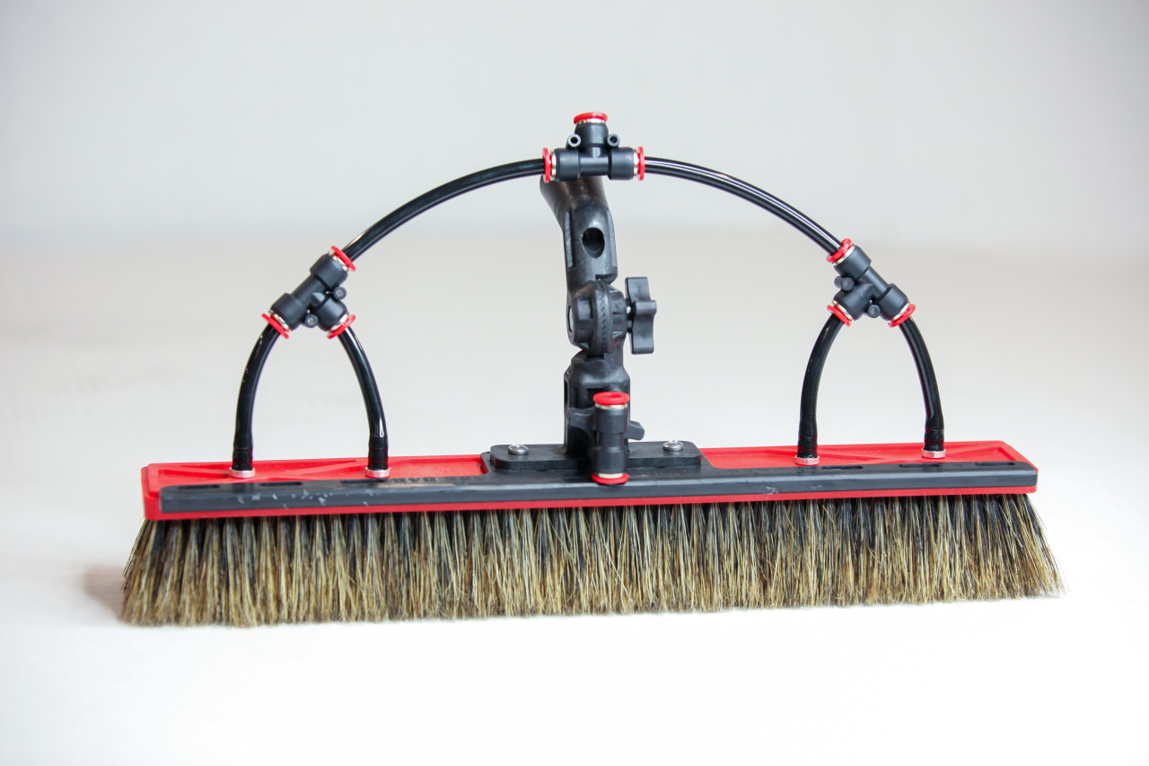tucker alpha phantom hybrid water fed brush with four pencil jets, swivel bar and over the top rinse bar
