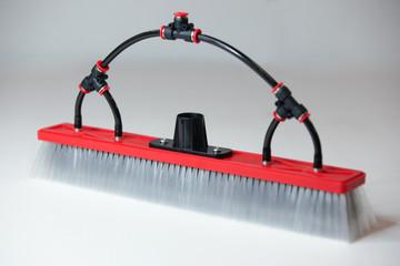 tucker xl hybrid brush with four fan jets