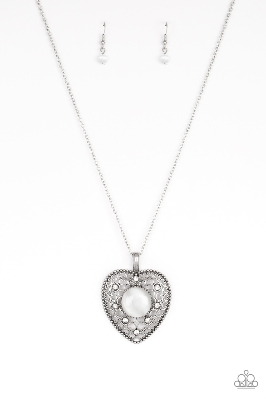 One Heart White Paparazzi Necklace 5 Dollar Frosting