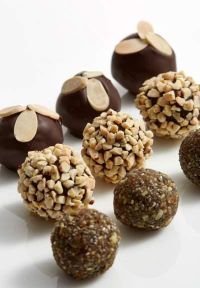 sbc-dark-chocolate-protein-bites-recipe-1502903983-23.241.66.124.jpg