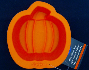 Wilton Silicone, 6 Pack Mini Pumpkin Molds, WSMPM6PK