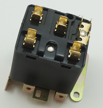 Packard Potential Relay, 395 Voltage, 208-239 pick up, 130 drop off, PR9066