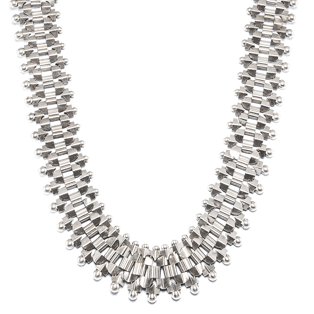 A Victorian Silver Necklace with Bookchain Links