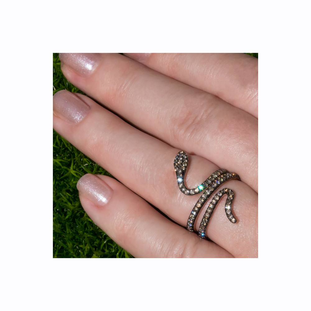 Modern: Diamond Snake Ring in 18 kt Rose Gold