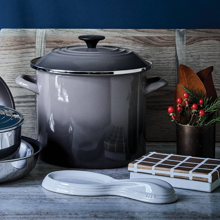 Le Creuset Stockpot in Oyster