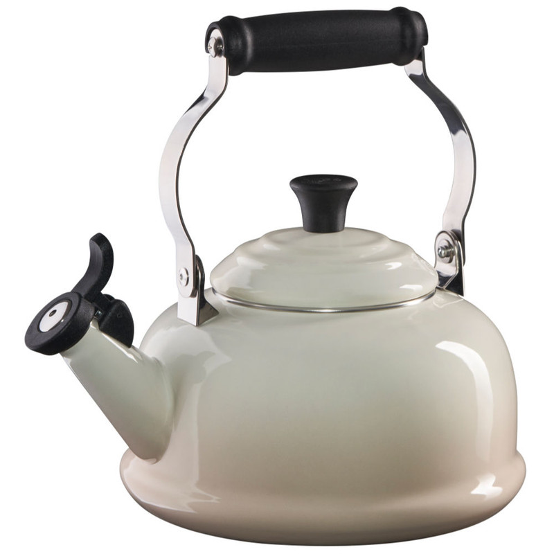 Le Creuset Classic Whistling Kettle in Meringue