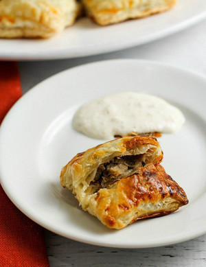 Mini Beef Wellingtons with Horseradish Cream