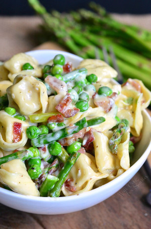 Creamy Spring Tortellini with Peas Asparagus and Bacon