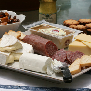 A Tour of France Cheese Gift Set