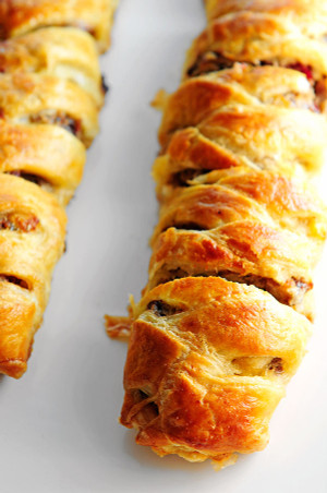 SAUSAGE APPLE PUFF PASTRY BRAID
