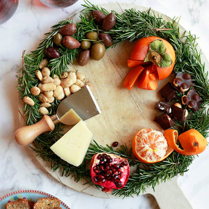 Holiday Wreath Cheese Boards / Food Wreath Boards
