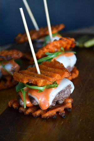 American Wagyu Burger with No Cheese - 50 pieces per tray