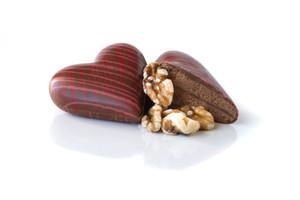 Coeurs en chocolat et praliné croustillant de noix de Grenoble