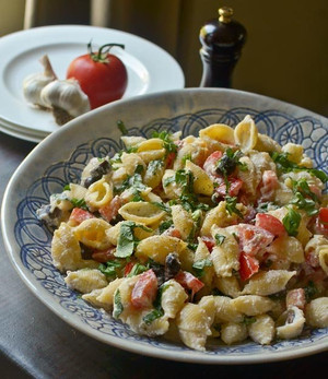 Roasted Garlic, Olive and Tomato Pasta Salad