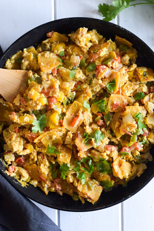 Migas (Mexican Egg Tortilla Breakfast Skillet)