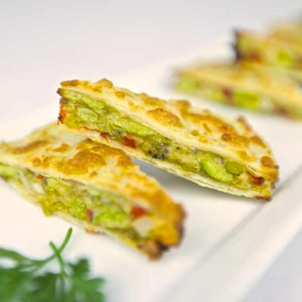 EDAMAME & CORN QUESADILLAS - 44 pieces per tray