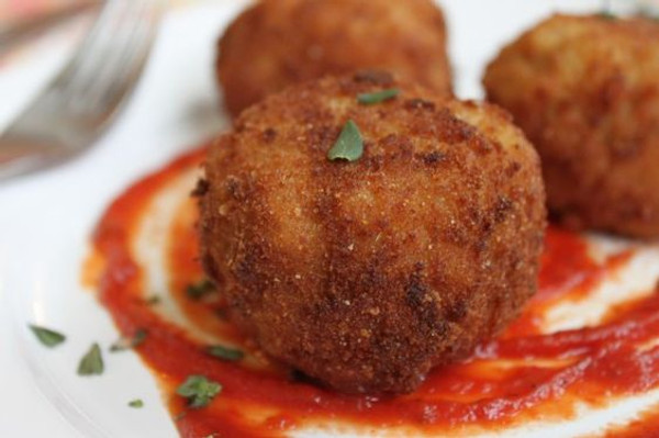 Crispy Arancini with Gouda Cheese (Riceballs) - 50 pieces per tray
