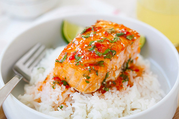 Sweet & Spicy Honey Sriracha-Glazed Salmon