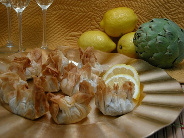 Artichoke Parmesan in Beggars Purses - 50 pieces per tray