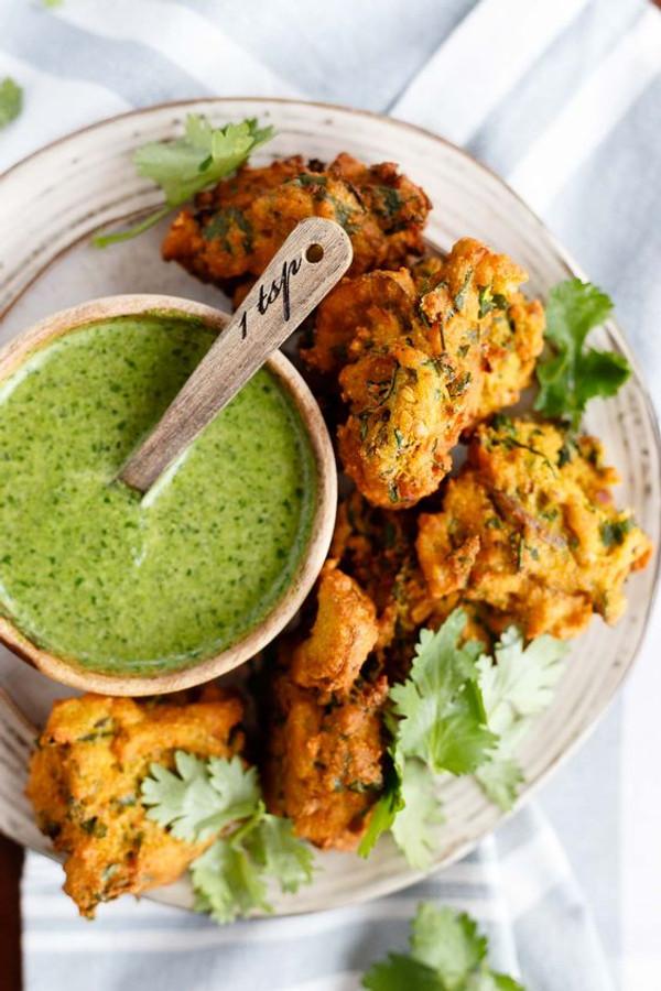 Spicy Vegetable Pakora - 85 pieces per tray