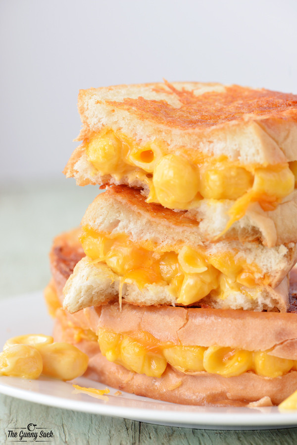 Grilled Macaroni and Cheese Sandwich
