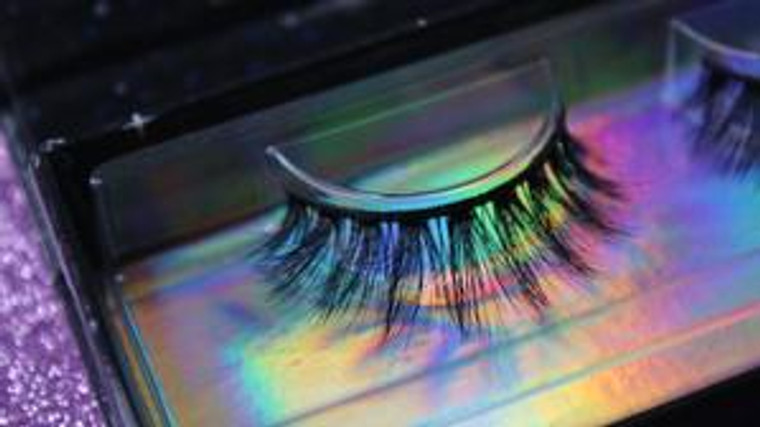 LUXE LASHES   CORRUPT