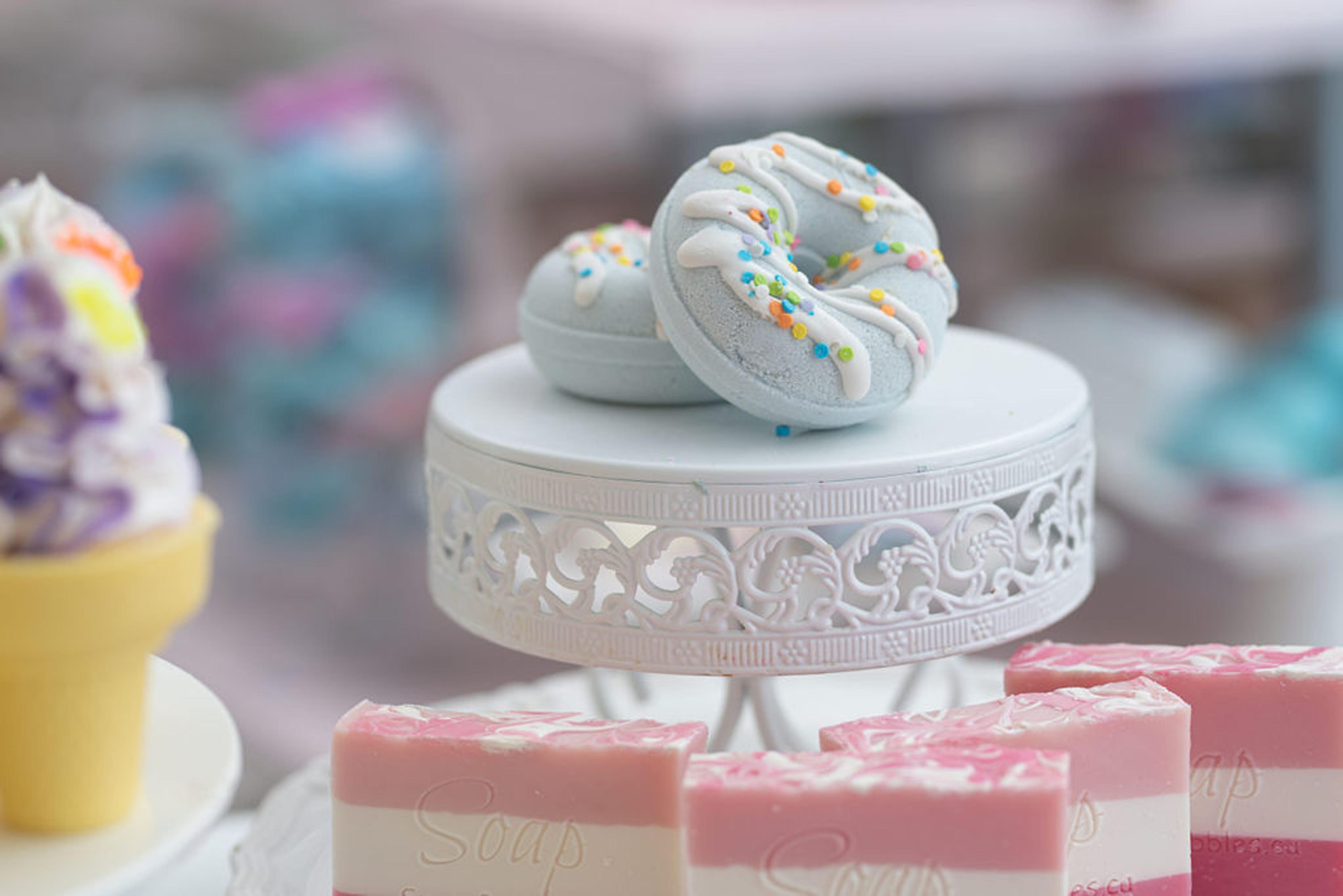 Blueberry Whippity Dippity Bath Bomb (Donut)